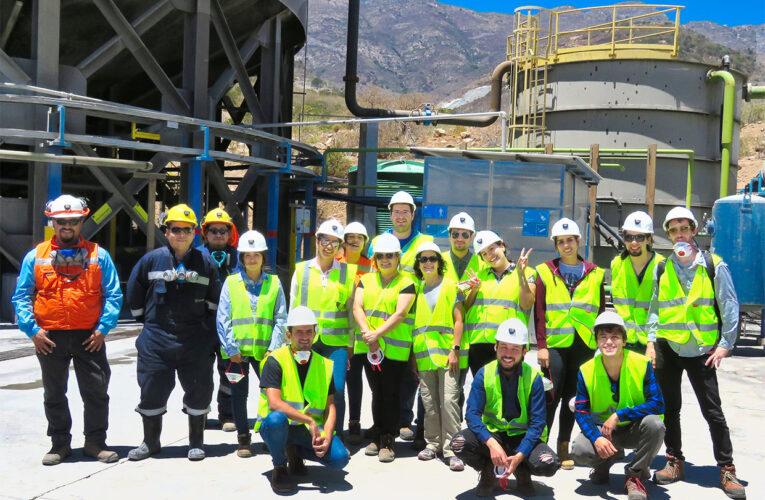 Alumnos de U. de Chile visitan Depósito en Pasta de Cabildo para aprender sobre Innovación Minera.